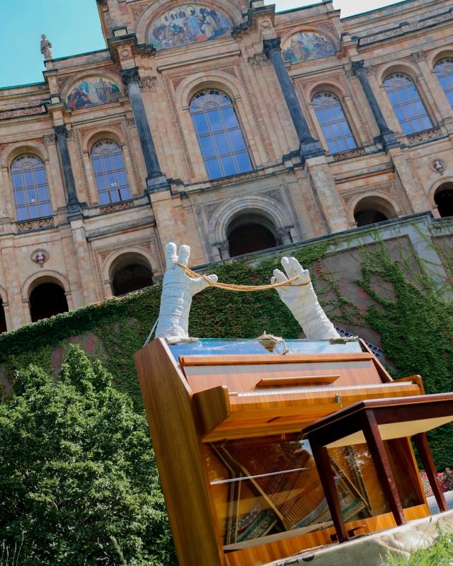 Traumhaftes Klavier von Sonja Born vor dem bayerischen Landtag in München 2016 - traditionsWerk